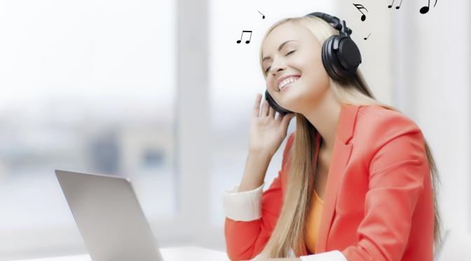 Concéntrate más en la oficina: Escucha música